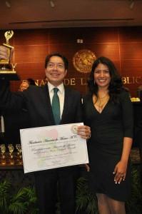 Betty con el Senador Mario Carrillo Delgado