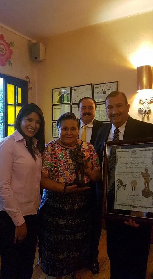 Rigoberta Menchu - Amante de México